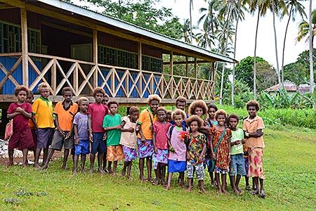 Papua-Neuguinea - Schule mit Schülern