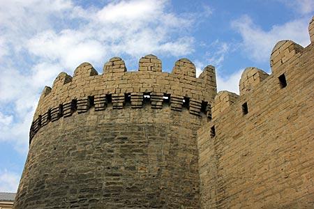 Aserbaidschan - Historische Stadtmauer in Baku