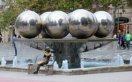 Aserbaidschan - Fopuntain Square, der zentrale Platz in Baku