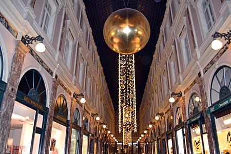 Belgien - Brüssel - dezent weihnachtlich strahlende Passage Saint-Hubert