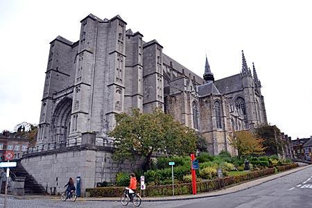 Belgien - Mons - Auch ohne Turm gewaltig: das gotische Schiff der Waltraud-Kathedrale