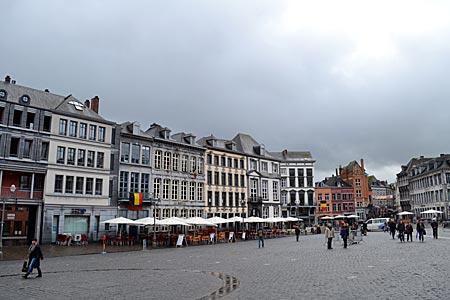 """Belgien - Mons - Herz der Stadt: Auf der Grand' Place kämpft beim """"Lumecon"""" auch alljährlich Georg gegen den Drachen"""