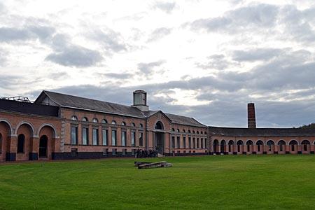 Belgien - Mons - Aus einem Guss: modellhafte Anlage von Arbeitsstätten der Kohleindustrie von 1830 in Grand-Hornu (heute Weltkulturerbe)