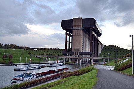 Belgien - Mons - Wunderwerk der Technik: Höchstes Schiffshebewerk der Welt (73 Meter), bei Strépy-Thieu