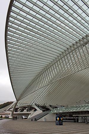 Belgien - futuristisch anmutender Bahnhof Liège-Guillemins