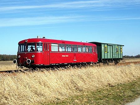 Eine der schönsten Bahnstrecken in Norddeutschland: Sande Express zwischen Hooksiel und Wilhelmshaven
