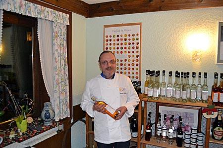 Odenwald - Apfelwein-Experte Armin Treusch in seiner Pomothek in Reichelsheim
