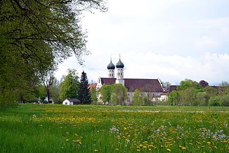Tölzer Land - Wildkräuterzentrum: Benediktbeuern und sein Kloster