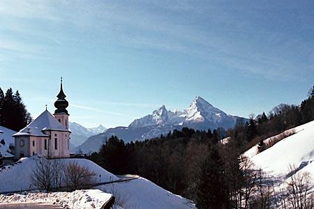 Berchtesgaden - Watzmannmassiv mit der Wallfahrtskirche Maria Gern