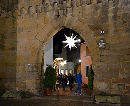 Hinter Mauern und Toren verbirgt sich der Weihnachtsmarkt in Freinsheim