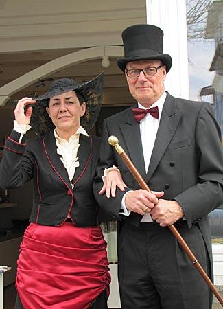 Rügen - Binz - Zeitreisende Vera und Jürgen Runge