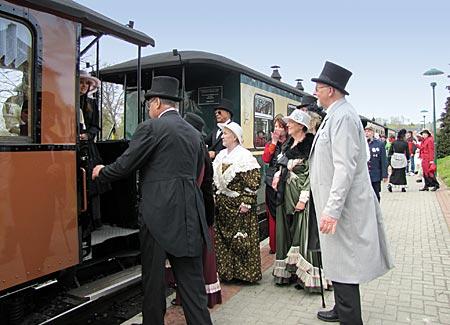 Rügen - Binz - Einsteigen bitte! Der Zug zum Jagdschloss Granitz fährt ab