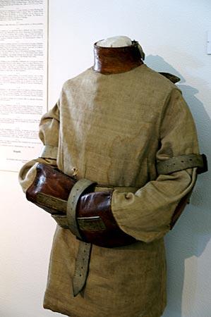Bruchsal - Zwangsjacke im Städtischen Museum