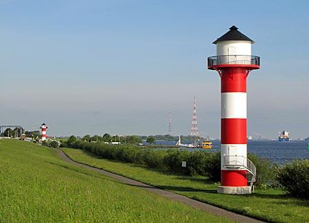 Elbe - Unterfeuer Somfletherwisch von 2010, im Hintergrund Unterfeuer Luehe von 1970