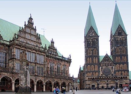 Mönchsweg - Sankt Petri Dom und altes Rathaus in Bremen
