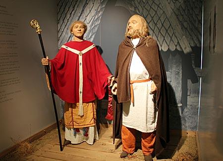 Mönchweg - Mönch und Slawe im Wallmuseum in Oldenburg in Holstein