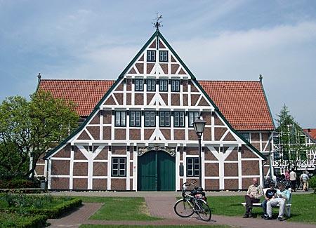 Mönchsweg - typisches Bauernhaus im Alten Land