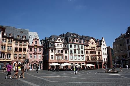 Rheinradweg - Mainz, Marktplatz mit historischen Gebäuden