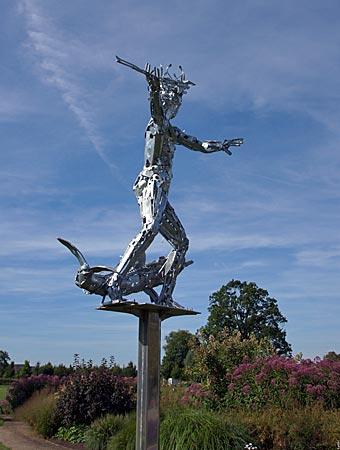 Rietberg - Gartenschau - Neptunskulptur, die der ortsansässige Künstler Angelo Monitillo geschaffen hat