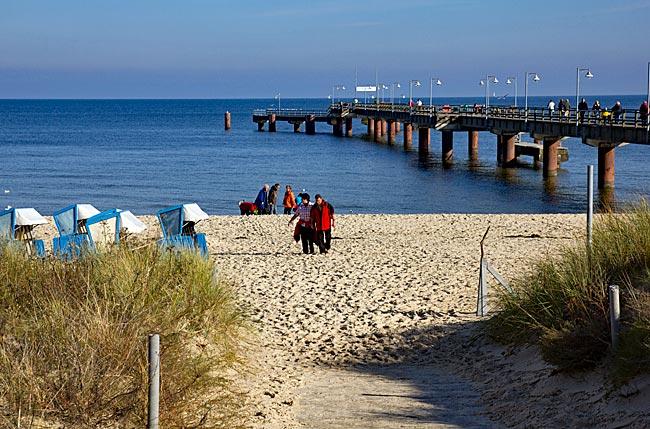 Rügen - Göhren Bernsteinpromenade, Strand und Seebrücke