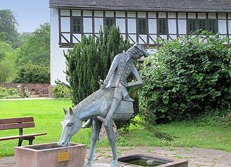 Bodenwerder - Münchhausenbrunnen vor dem Wohnhaus des Lügenbarons