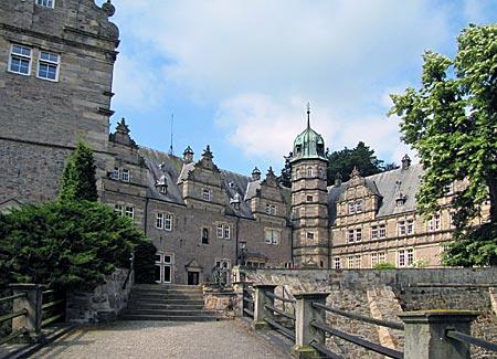 Schloss Hämelschenburg am Weserwander-Weg