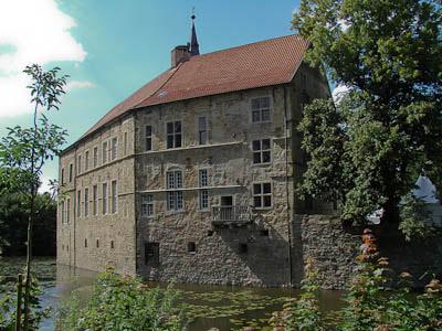 Münsterland: Hinter diesen Mauern stößt man auf die Wohnkultur vergangener Jahrhunderte (Burg Lüdinghausen)