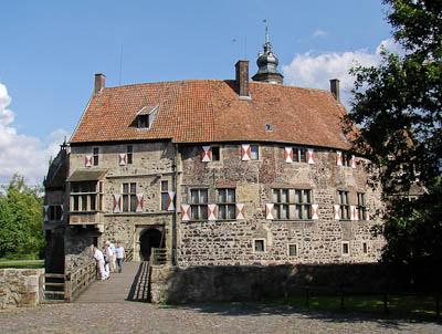 Münsterland: Vor der Hauptburg (Burg Vischering)