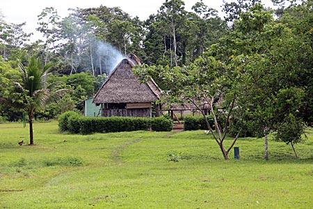 Ecuador - Gemeinschaftshaus der Sani-Gemeinde
