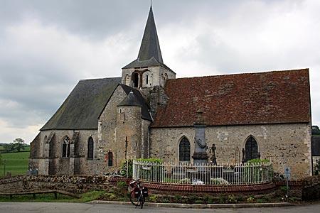 Frankreich - kleine Kirche in Ménerval