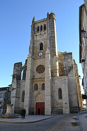 Frankreich - Die Kathedrale von Condom, eine von vielen sehenswerten Kirchen in der Gascogne