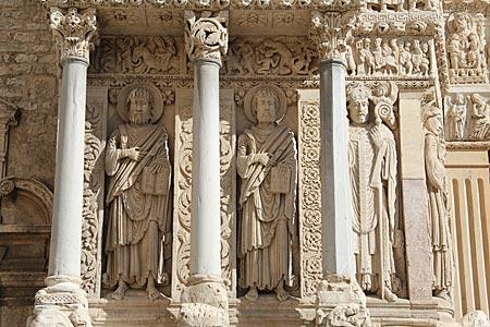 Arles - Kathedrale Saint-Trophime, in der Friedrich Barbarossa im Jahr 1178 zum König von Burgund gekrönt wurde - Südfrankreich