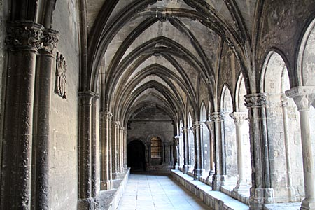 Arles - Kreuzgang des Klosters Saint-Trophime - Südfrankreich