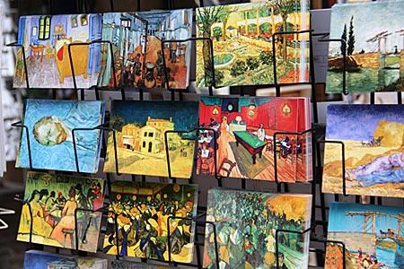 Arles - im Innenhof des Kulturzentrums L'Espace Van Gogh - Südfrankreich