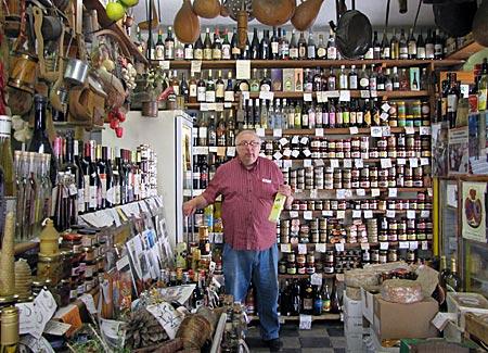 Korsika - Corte- Jean Marie Chionga in seinem Feinkostladen