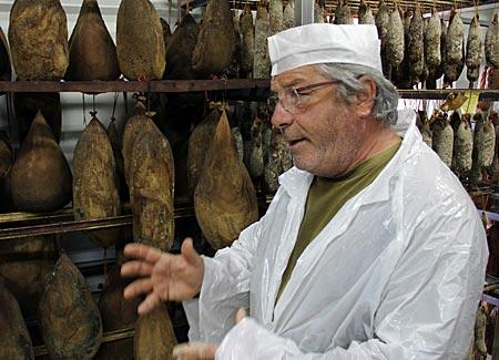 Korsika - Alain Ceccaldi in seiner Schlachterei in Pietralba