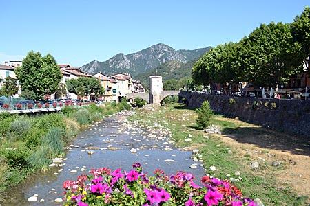 Frankreich - Seealpen - Sie erinnert an die Königssroute von Nizza nach Turin: die alte Zollbrücke in Sospel