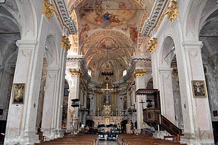Frankreich - Seealpen - Spielstätte der Sommerkonzertreihen: Blick in die Kathedrale von Sospel mit ihrer barocken Ausstattung