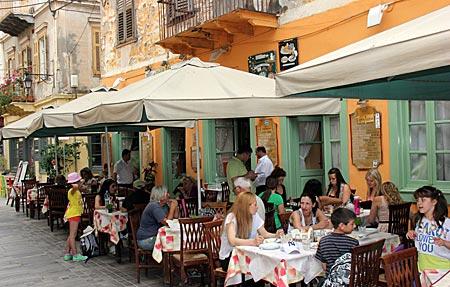 Griechenland - Straßencafés in Nauplia