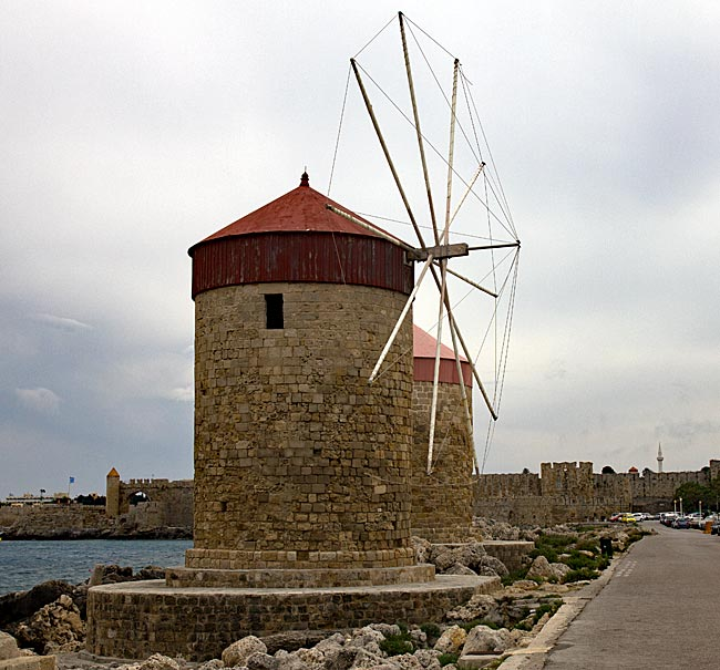Rhodos Stadt - Windmühlen auf der Mole des Mandraki-Hafens