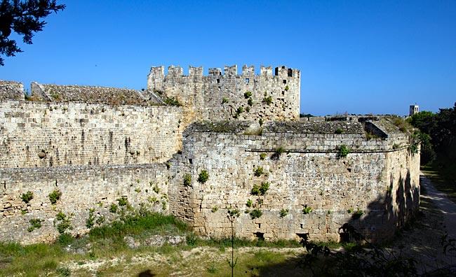 Rhodos Stadt - mittelalterliche Stadtmauer von außen