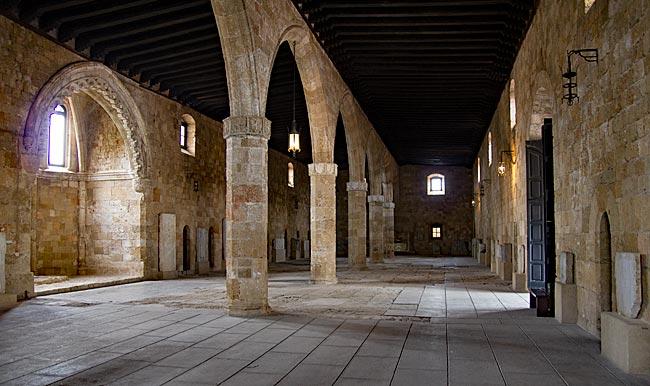 Rhodos Stadt - Archäologische Museum im Neuen Hospital - Krankensaal