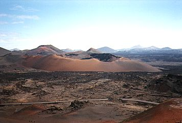 Lanzarote: Kraterlandschaft im Nationalprk Timanfaya