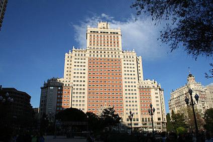 Madrid reisef hrer plaza de espa a edificio espa a - Restaurante cuenllas madrid ...