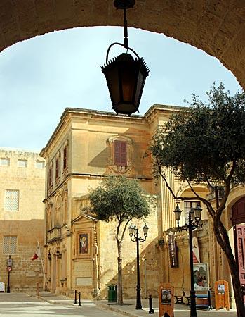 Malta - Mdina - perfekt restaurierte Fassaden und kleine Paläste