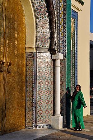 Das Bronze-Tor des Königspalastes Dar el Makhzen in Fès, Marokko
