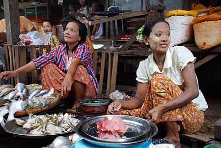 Myanmar - Das Lächeln steckt an - Markt in Yangon