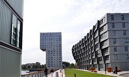 Niederlande - Flevoland - Hier konnten sich die Architekten austoben: Wohnhäuser in Almere