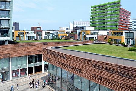 Niederlande - Flevoland - Wohnen und Shoppen auf mehreren Etagen: City von Almere