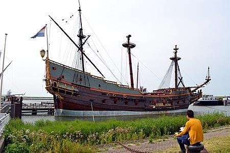 Niederlande - Flevoland - Das Museumsschiff Batavia in Lelystad wurde von engagierten Flevoländern rekonstruiert